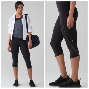 Lululemon Pace Perfect Crop in Black
